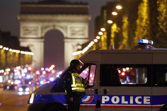 Atentado en los Campos Elíseos en París
