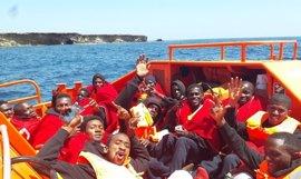Rescatada con 22 personas la última de las pateras que se buscaban en el Mar de Alborán