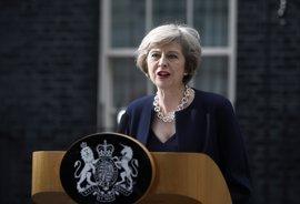 May expresa su disposición a trabajar junto a sus ministros y anuncia un viaje a Francia para ver a Macron