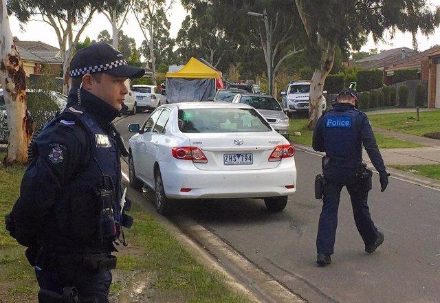 Policías en Melbourne, Australia.