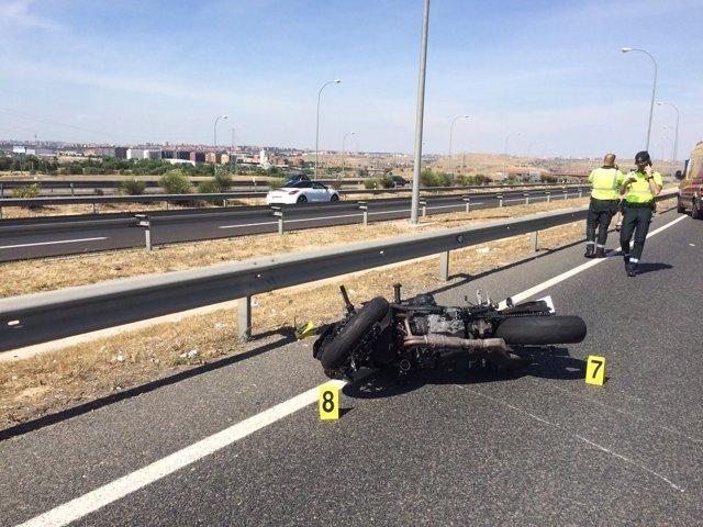 Muere una joven de 24 años en un accidente de moto