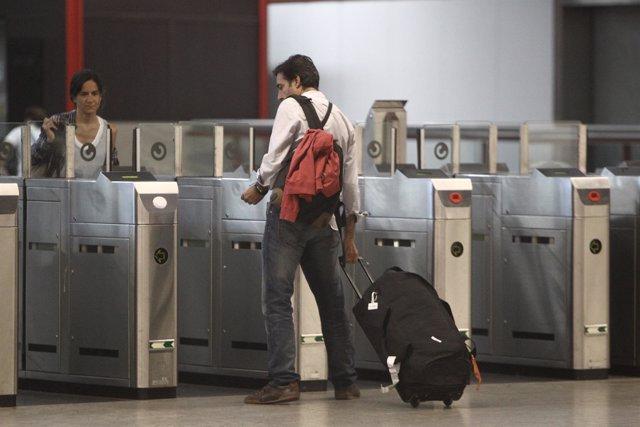 Recurso gente con maletas, viajeros, metro