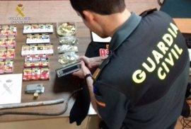 Detenidos dos menores acusados de robos en un bar y un vehículo en Cala (Huelva)