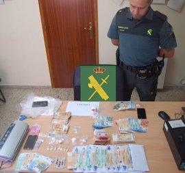 Detenidas dos personas y desmantelado un punto de distribución de drogas en Pontecesures (Pontevedra)
