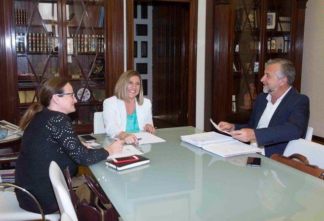 Presidenta de Diputación y alcalde de Zahara de la Sierra