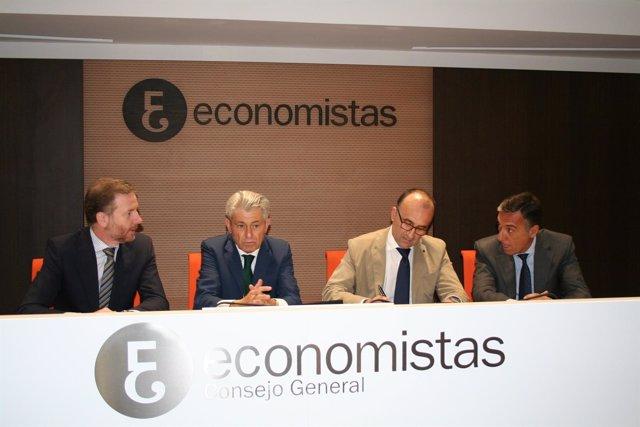 LaLiga y el Consejo General de Economistas firman un acuerdo de colaboración