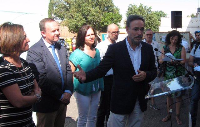 Felipe López con Isabel Ambrosio