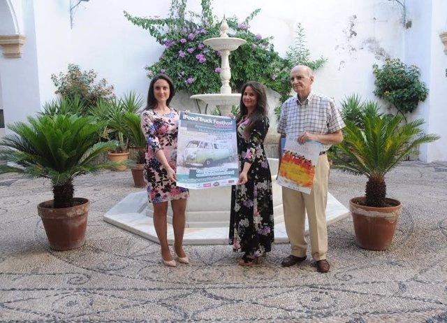 Gómez (izda.), Losada y Millán durante la presentación