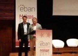 Albert Colomer después de recibir el premio al mejor inversor de Europa