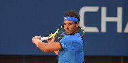 Rafael Nadal jugando al tenis