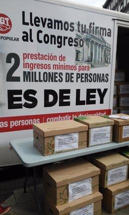 Los sindicatos presentan firmas para pedir una prestación de ingresos mínimos