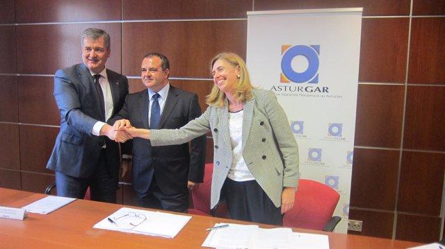 Firma del convenio entre Asturgar y Abanca