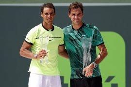 """Federer se descubre ante el """"logro gigantesco"""" de Nadal en París"""