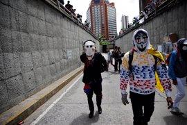 Los opositores a Maduro siguen en las calles después de 70 días