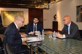 """López Miras reafirma su compromiso para reforzar el comercio minorista, """"verdadero motor de la economía regional"""""""