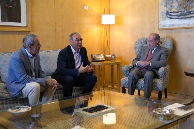El alcalde y Villalobos.