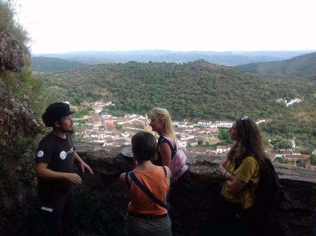Agencias de viajes y medios especializados visitan la Sierra.