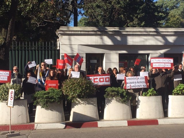 Concentración en la Embajada de España en Uruguay
