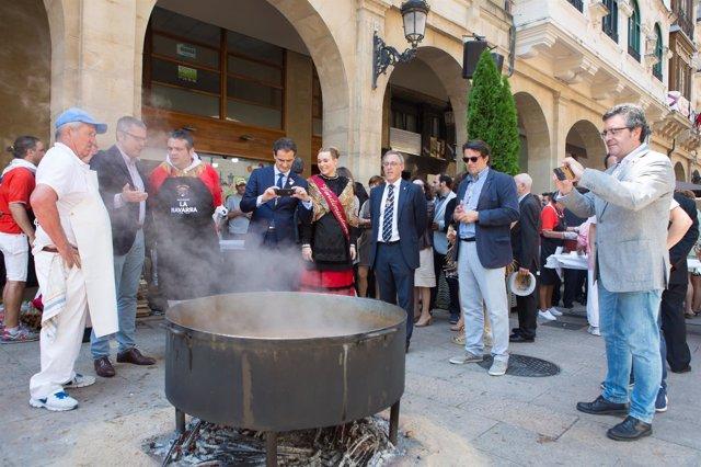 Calle Portales Logroño Fiestas de San Bernabe Voto de San Bernabe, degustacion d