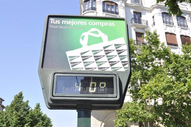 Imagen de un termómetro público en el centro de Zaragoza.