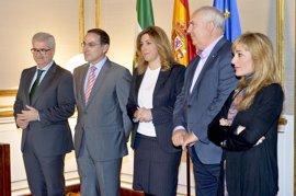 Susana Díaz convoca a sindicatos y CEA para constituir la Mesa por la Calidad del Empleo