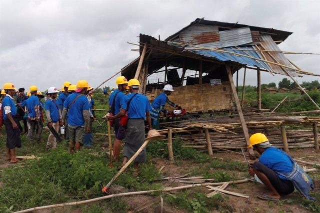 Las autoridades birmanas destruyen chabolas en un barrio pobre de Rangún