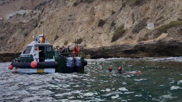 Rescate de dos cadáveres en aguas frente a la costa de Melilla
