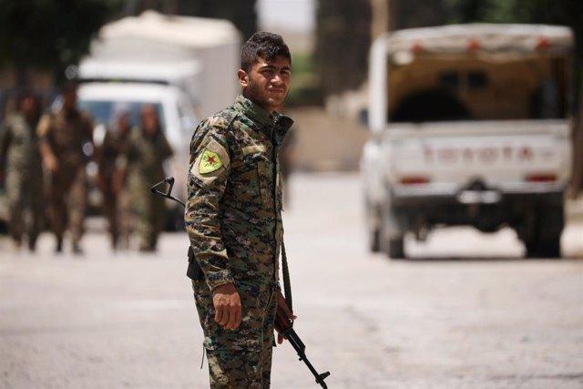 Miliciano de las FDS en Raqqa