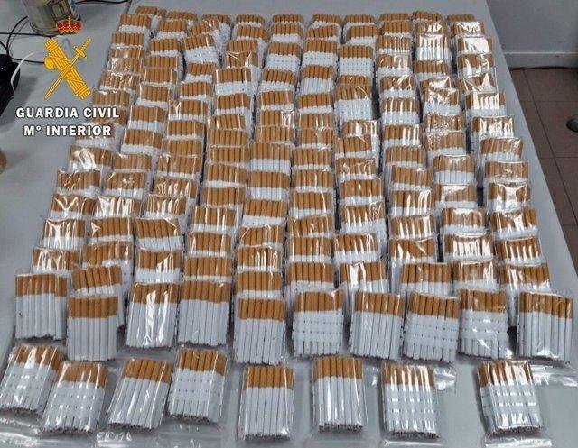 """"""" La Guardia Civil Interviene 4200 Cigarrillos De Fabricación Casera Y Un Kilo D"""