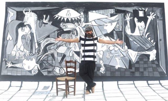 Miguel Campello en su casa de Águilas (Murcia)