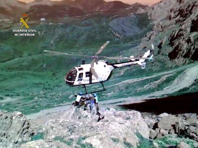 Rescatan A Un Montañero Tras Sufrir Una Caída De Diez Metros En Peña Ubiña (León