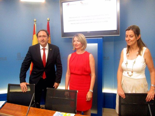 Polanco, García y Vázquez, en la firma del convenio.