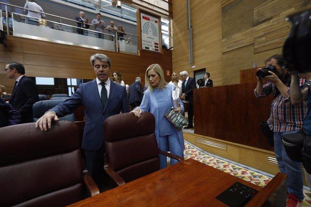 Ángel Garrido y Cristina Cifuentes en el debate de la moción de censura