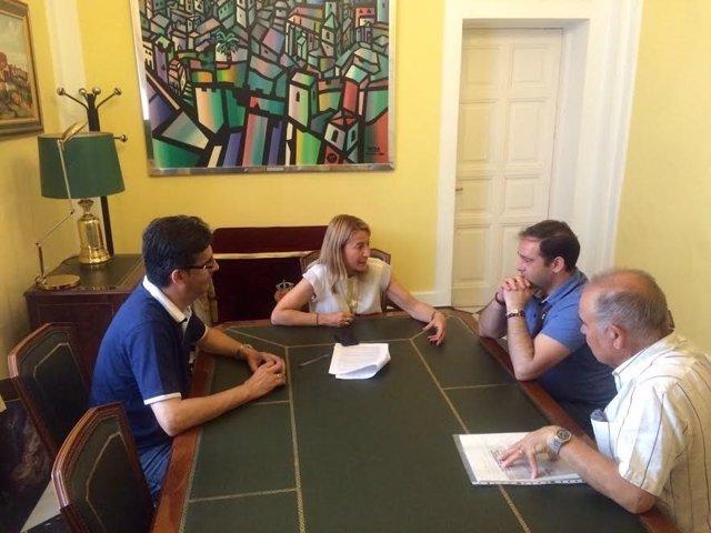 La plataforma 'Cáceres se mueve' se reúne con la alcaldesa