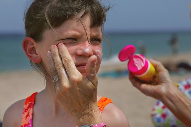 71211332JR001_Sunscreen_May