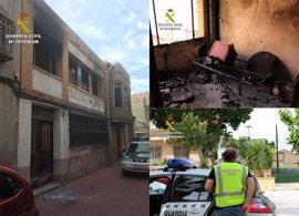 Guardia Civil detiene a un individuo por intentar quemar a un indigente en una vivienda de Murcia