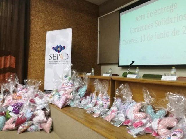 Corazones solidarios para mujeres con cáncer de mama
