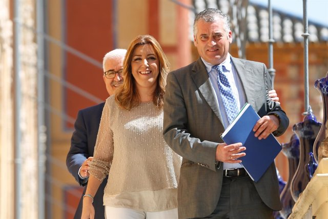 Susana Díaz junto al nuevo consejero de Empleo, Javier Carnero