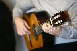 Científicos analizarán las diferencias cerebrales entre un guitarrista flamenco autodidacta y un academicista