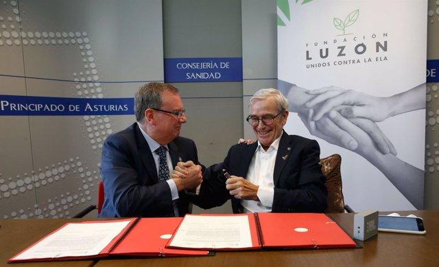 Del Busto (izquierda) y Luzón (derecha), tras la firma del convenio.