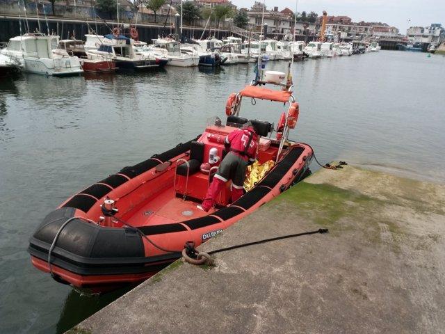 Embarcación de Cruz Roja que ha rescatado el cuerpo
