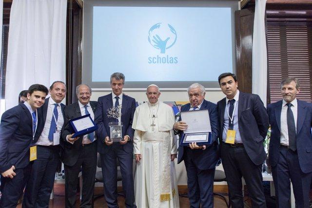 Miguel Ángel Gil Marín y delegación Atlético de Madrid con el Papa Francisco