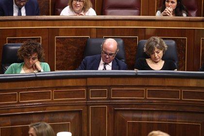 """Guindos recuerda a Iglesias que """"los vientos de cola afectan a todos y España crece el doble que la UE"""""""
