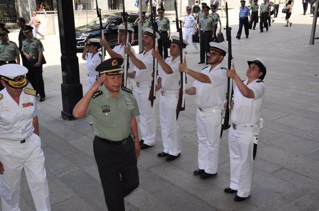 El general Fan Changlong visita el Cuartel General de la Armada