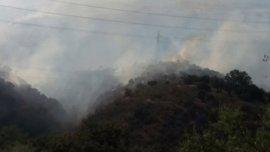 Controlado el incendio cerca de la antigua carretera de Murcia en Granada