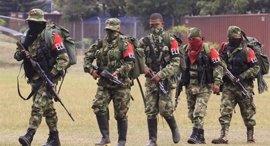 Gobierno y ELN se urgen a avanzar en las negociaciones de paz ante el inminente desarme de las FARC