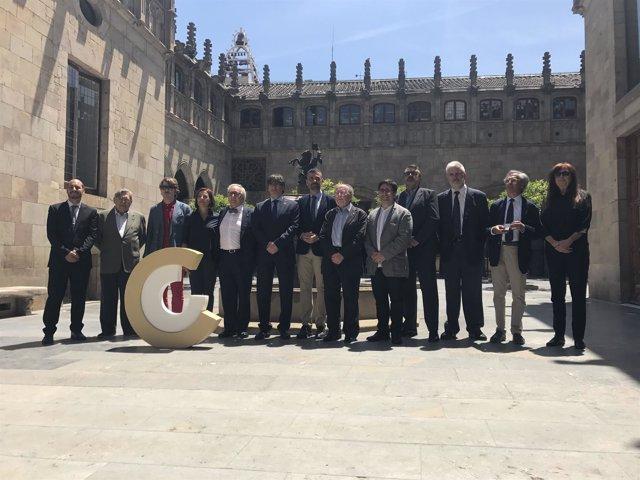 Foto de familia del presidente C.Puigdemont con los Premis Nacionals de Cultura