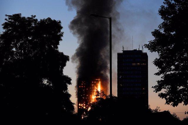 Incendio en un bloque de viviendas en Londres
