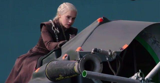 Emilia Clarke en el rodaje de Juego de tronos