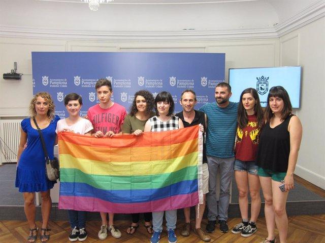 La concejala Laura Berro con representantes del colectivo E28J